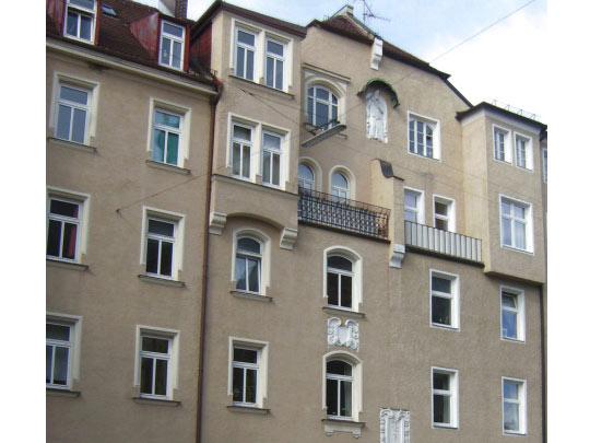Dachgeschoss-Altbauwohnung mit Balkon und Lift in Bestlage
