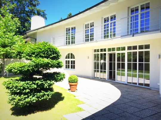 Feng Shui Villa am Isarhochufer in Grünwald