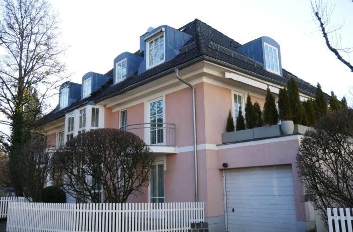 Walmdachvilla – Luxuriöse 3-Zimmer-Wohnung in Bestlage Altsolln